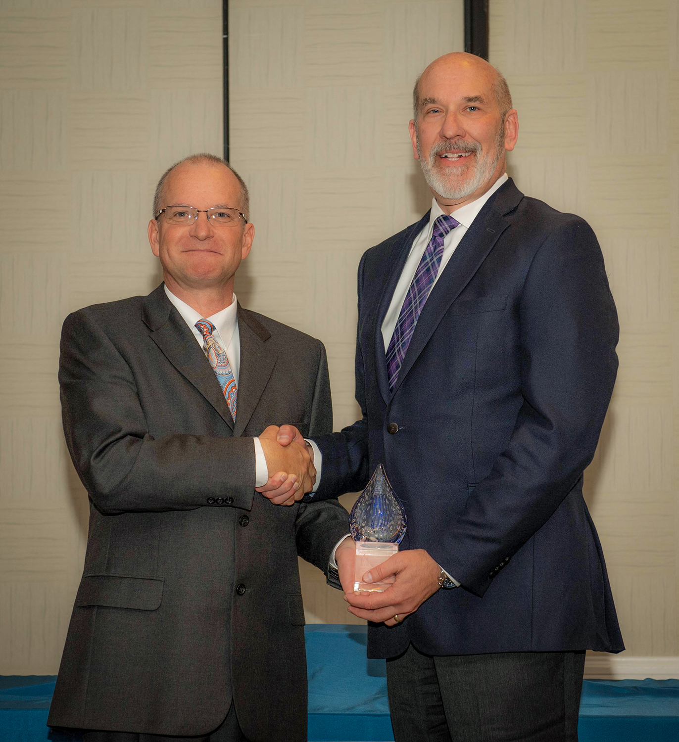 WaterOne GM Mike Armstrong Accepts the AMWA Sustainability Award